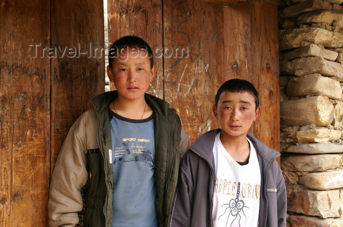 bhutan390: Bhutan - Ura village -  Bhutanese teenagers - photo by A.Ferrari - (c) Travel-Images.com - Stock Photography agency - Image Bank