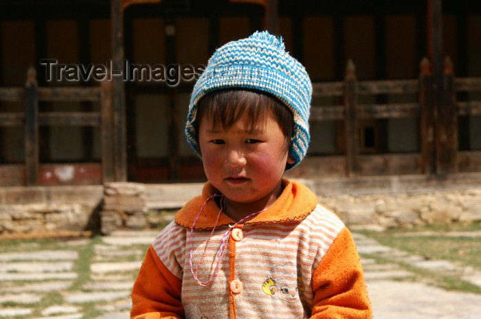 bhutan391: Bhutan - Ura village -  Child outside the Geyden Lhakhang - photo by A.Ferrari - (c) Travel-Images.com - Stock Photography agency - Image Bank