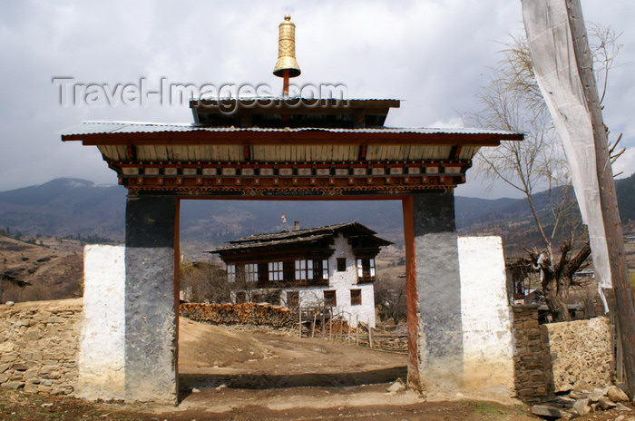 bhutan393: Bhutan - Ura village -  Outside the Geyden Lhakhang - photo by A.Ferrari - (c) Travel-Images.com - Stock Photography agency - Image Bank