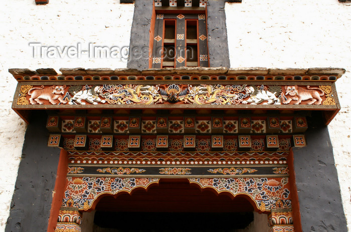 bhutan42: Bhutan - wood carvings above a gate - Trongsa Dzong - photo by A.Ferrari - (c) Travel-Images.com - Stock Photography agency - Image Bank