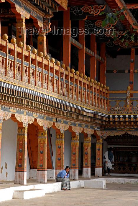 bhutan430: Bhutan, Thimphu, Trashi Chhoe Dzong inner courtyard - photo by J.Pemberton - (c) Travel-Images.com - Stock Photography agency - Image Bank