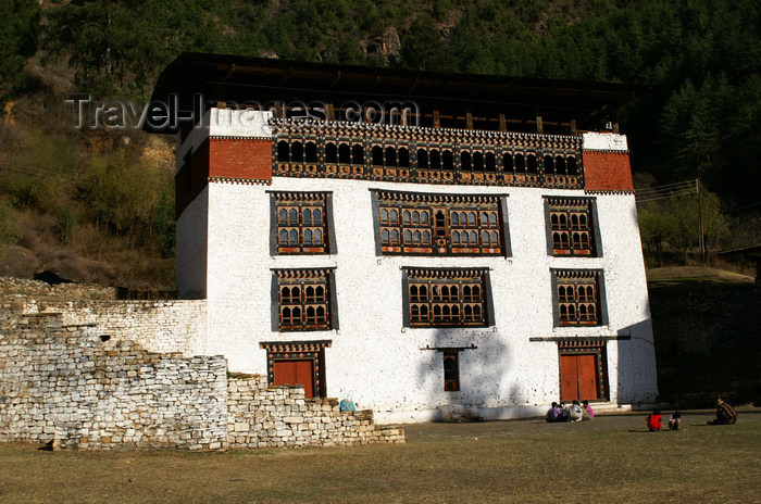 bhutan70: Bhutan - Paro: white house, just outside Paro Dzong - photo by A.Ferrari - (c) Travel-Images.com - Stock Photography agency - Image Bank