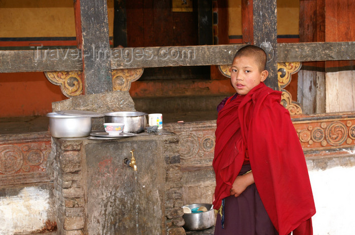 bhutan72: Bhutan - Paro: young monk, inside Paro Dzong - photo by A.Ferrari - (c) Travel-Images.com - Stock Photography agency - Image Bank