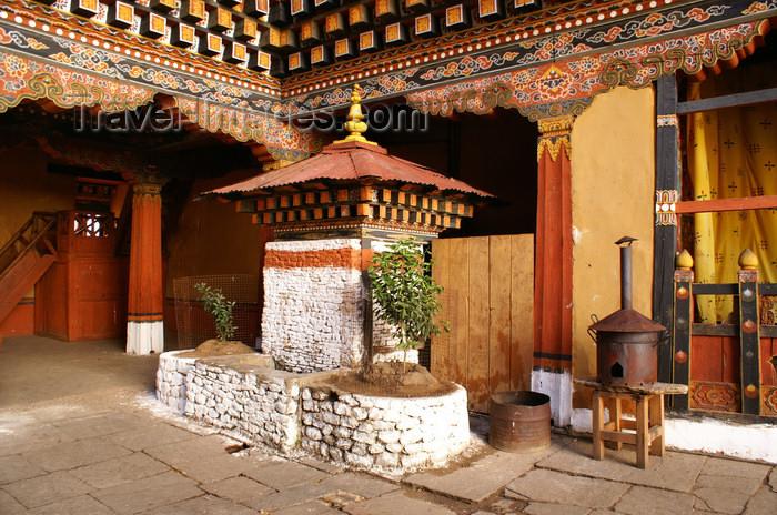 bhutan77: Bhutan - Paro: a small chorten inside the Paro Dzong - photo by A.Ferrari - (c) Travel-Images.com - Stock Photography agency - Image Bank