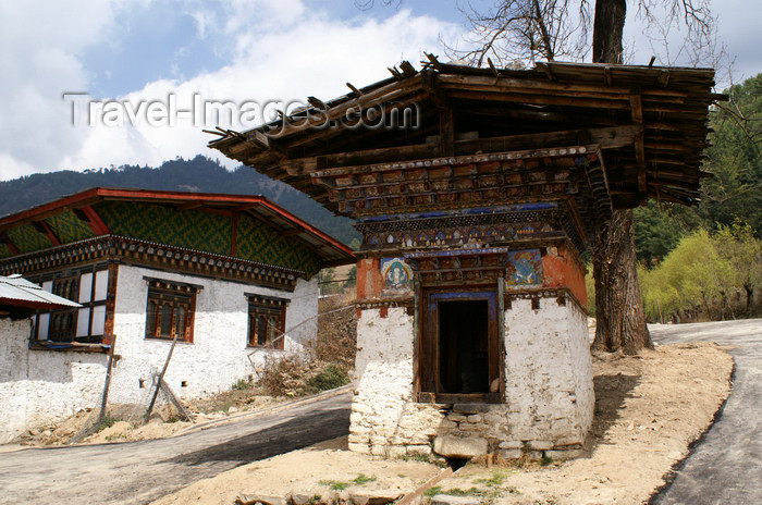 bhutan8: Bhutan - Bumthang valley - small chorten outside Tamshing Goemba - photo by A.Ferrari - (c) Travel-Images.com - Stock Photography agency - Image Bank