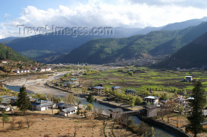bhutan80: Bhutan - Paro: view over the Paro Chhu (river) from the Paro Dzong - photo by A.Ferrari - (c) Travel-Images.com - Stock Photography agency - Image Bank