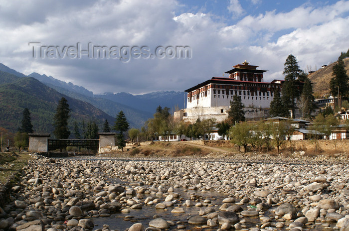 bhutan83: Bhutan - Paro: Paro Dzong, seen from the banks of Paro Chhu - photo by A.Ferrari - (c) Travel-Images.com - Stock Photography agency - Image Bank