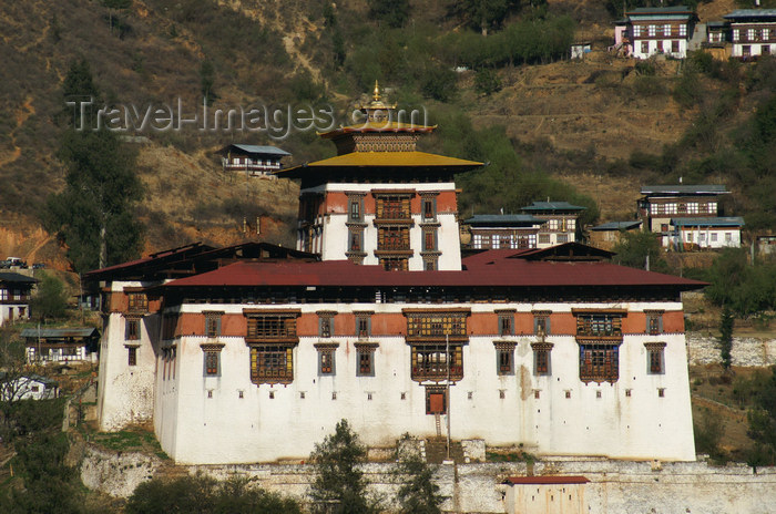 bhutan84: Bhutan - Paro: Paro Dzong, in the late afternoon light, aka Rinpung Dzong - administration center and school for monks - photo by A.Ferrari - (c) Travel-Images.com - Stock Photography agency - Image Bank