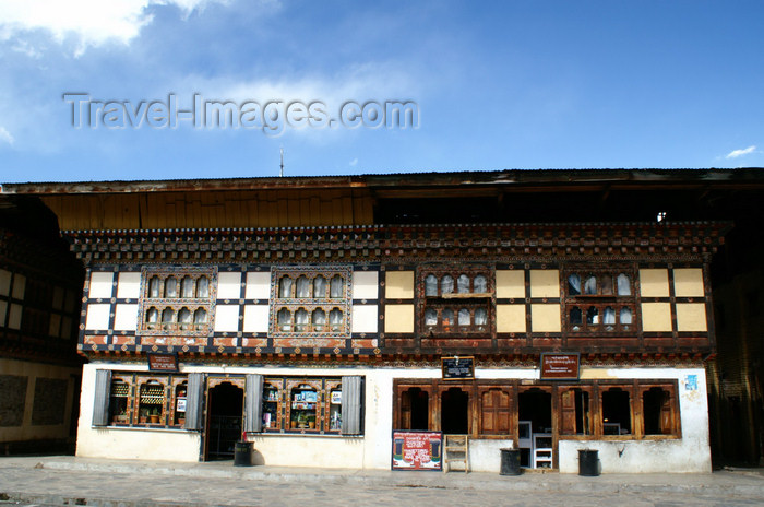 bhutan85: Bhutan - Paro: in the main street - photo by A.Ferrari - (c) Travel-Images.com - Stock Photography agency - Image Bank