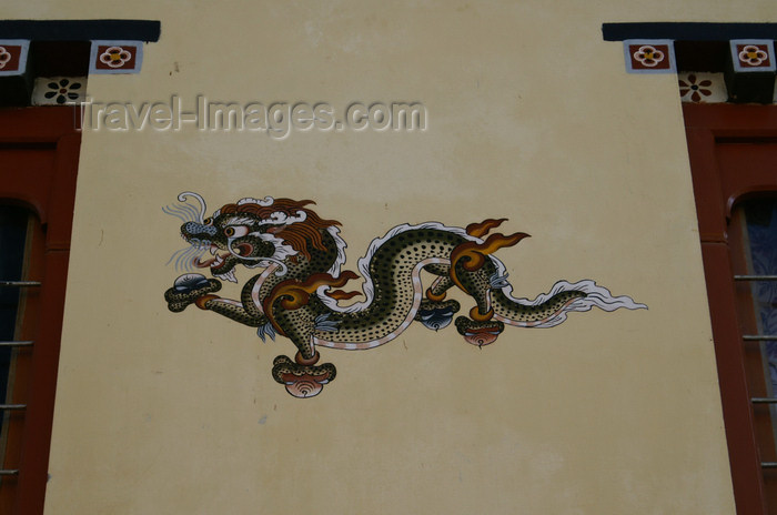 bhutan89: Bhutan - Paro: the Thunder Dragon - druk - painting on the wall of a building - photo by A.Ferrari - (c) Travel-Images.com - Stock Photography agency - Image Bank