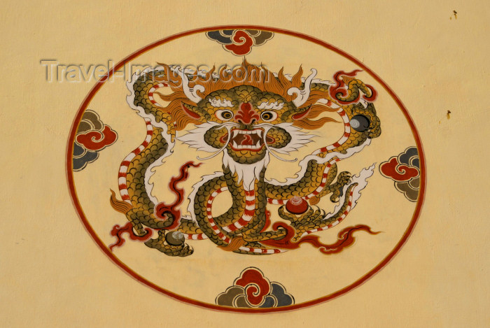 bhutan91: Bhutan - Paro: dragon - painting on the wall of a building - photo by A.Ferrari - (c) Travel-Images.com - Stock Photography agency - Image Bank