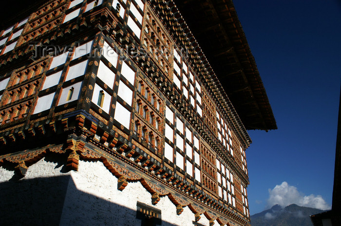 bhutan97: Bhutan - Paro: Gangtey palace - timber frame walls - photo by A.Ferrari - (c) Travel-Images.com - Stock Photography agency - Image Bank