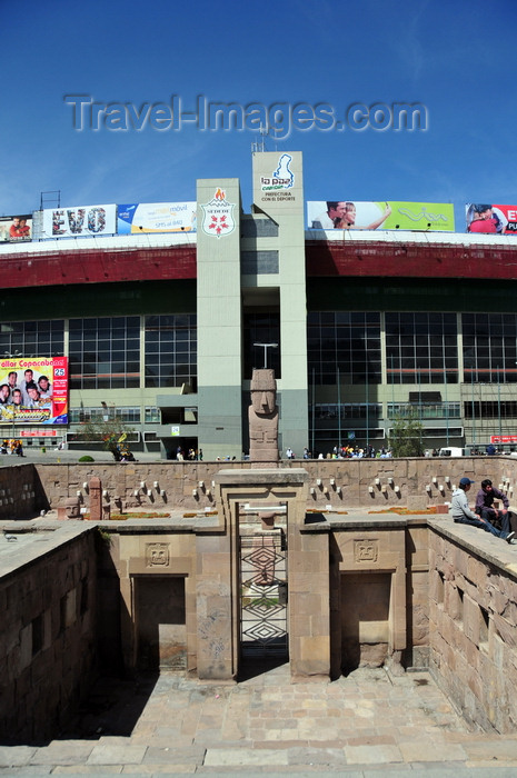 bolivia102: La Paz, Bolivia: Hernando Siles stadium and entrance to the Museo al Aire Libre, Open Air Museum with a replica on the semi-buried temple of Tiahuanaco - Tiwanaku Square - photo by M.Torres - (c) Travel-Images.com - Stock Photography agency - Image Bank