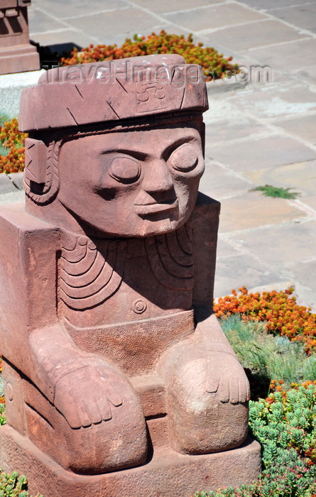 bolivia103: La Paz, Bolivia: replica of Tiahuanaco statue in the Templete Semisubteráneo - Tiwanaku Square - photo by M.Torres - (c) Travel-Images.com - Stock Photography agency - Image Bank