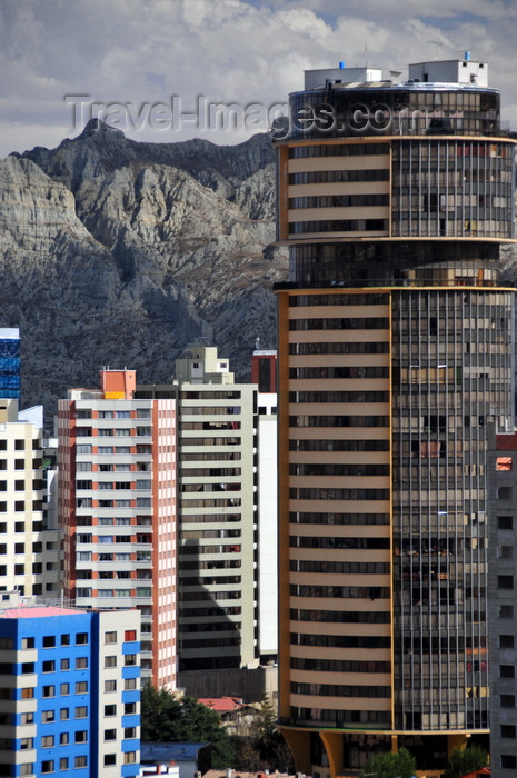 bolivia111: La Paz, Bolivia: Torre de las Americas in Isabel La Católica Square - Av. Arce - Sopocachi - photo by M.Torres - (c) Travel-Images.com - Stock Photography agency - Image Bank