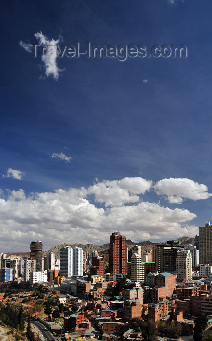 bolivia114: La Paz, Bolivia: Sopocachi area - Parque Urbano Central - Avenida del Poeta - Radisson hotel, Edificio Multicentro, Americas Tower - downtown skyline - photo by M.Torres - (c) Travel-Images.com - Stock Photography agency - Image Bank