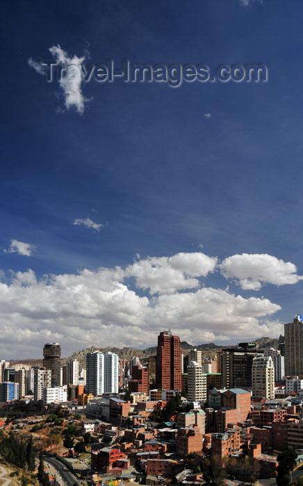bolivia114: La Paz, Bolivia: Sopocachi area - Parque Urbano Central - Avenida del Poeta - Radisson hotel, Edificio Multicentro, Americas Tower - downtown skyline - photo by M.Torres - (c) Travel-Images.com - Stock Photography agency - Image Bank