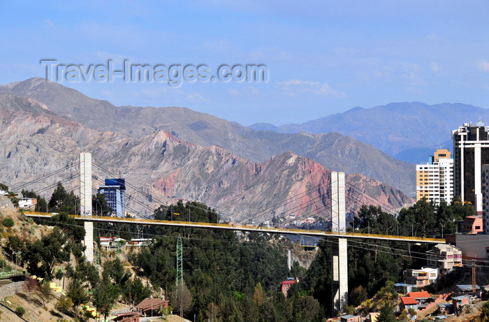 bolivia119: La Paz, Bolivia: Puente de las Americas - this cable-stayed bridge links Miraflores to Sopocachi over the river Choqueyapu - designed by Jean M&#252;ller International - Avenida del Poeta and Parque Urbano Central - photo by M.Torres - (c) Travel-Images.com - Stock Photography agency - Image Bank