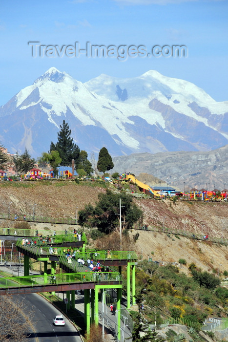 bolivia121: La Paz, Bolivia: mount Illimani and Avenida del Ejercito - vía Balcón, a 3 km long raised foothpath paid by Venezuela - Parque Metropolitano Laikacota, Parque Urbano Central - photo by M.Torres - (c) Travel-Images.com - Stock Photography agency - Image Bank