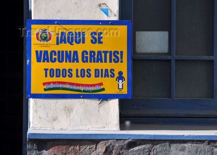 bolivia123: La Paz, Bolivia: 'free vaccination' sign - socialist health care system - Servicio Medico Quirurgico - Av. Camacho - photo by M.Torres - (c) Travel-Images.com - Stock Photography agency - Image Bank