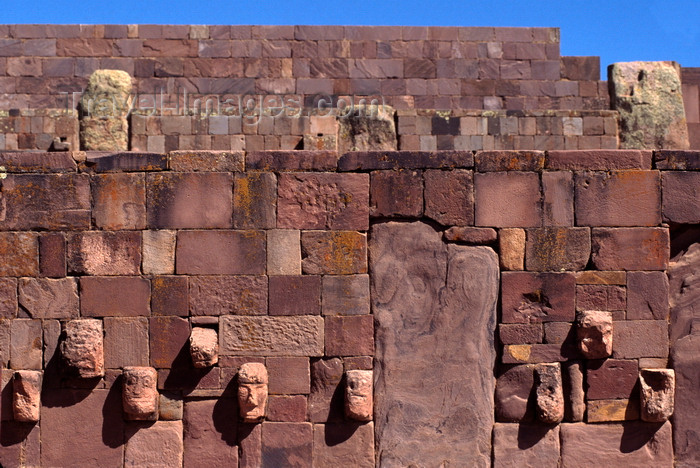 bolivia132: Tiwanaku / Tiahuanacu, Ingavi Province, La Paz Department, Bolivia: Semi-Underground Temple, a red sandstone pit with carved enemy heads - a square sunken courtyard with a north-south axis - photo by C.Lovell - (c) Travel-Images.com - Stock Photography agency - Image Bank