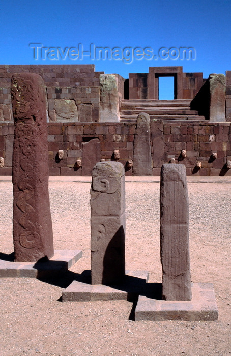 bolivia134: Tiwanaku / Tiahuanacu, Ingavi Province, La Paz Department, Bolivia: three steles in the Semi-Underground Temple – Kalasasaya gate in the background - Templete semisubterráneo - UNESCO world heritage site - photo by C.Lovell - (c) Travel-Images.com - Stock Photography agency - Image Bank