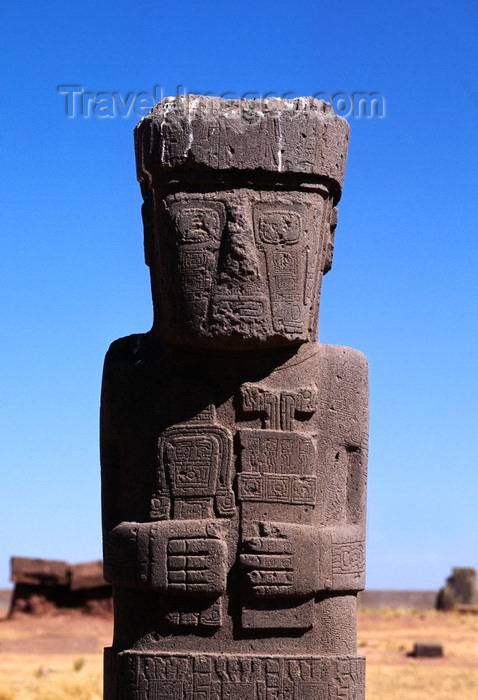 bolivia135: Tiwanaku / Tiahuanacu, Ingavi Province, La Paz Department, Bolivia: the Ponce Monolith in the center of the Kalasasaya Temple courtyard - from the waist up - UNESCO world heritage site - Spiritual and Political Centre of the Tiwanaku Culture - photo by C.Lovell - (c) Travel-Images.com - Stock Photography agency - Image Bank
