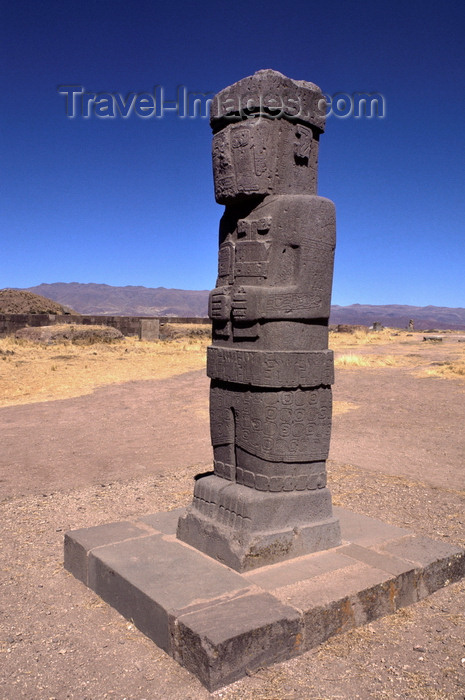 bolivia136: Tiwanaku / Tiahuanacu, Ingavi Province, La Paz Department, Bolivia: the Ponce Monolith in the center of the Kalasasaya Temple ritual platform - Temple of Stopped Stones - photo by C.Lovell - (c) Travel-Images.com - Stock Photography agency - Image Bank