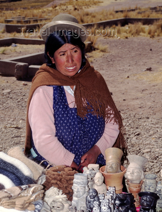 bolivia138: Tiwanaku / Tiahuanacu, Ingavi Province, La Paz Department, Bolivia: Aymara woman sells souvenirs in the nearby village of Tiwanaku - Bolivian Altiplano - photo by C.Lovell - (c) Travel-Images.com - Stock Photography agency - Image Bank