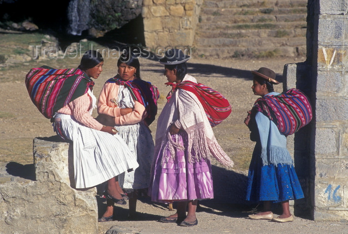 bolivia140: Isla del Sol, Lake Titicaca, Manco Kapac Province, La Paz Department, Bolivia: Aymara women visit in their village of Yumani - photo by C.Lovell - (c) Travel-Images.com - Stock Photography agency - Image Bank