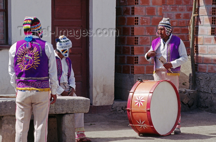 bolivia144: Isla del Sol, Lake Titicaca, Manco Kapac Province, La Paz Department, Bolivia: musicians celebrate in the village of Challapampa - photo by C.Lovell - (c) Travel-Images.com - Stock Photography agency - Image Bank