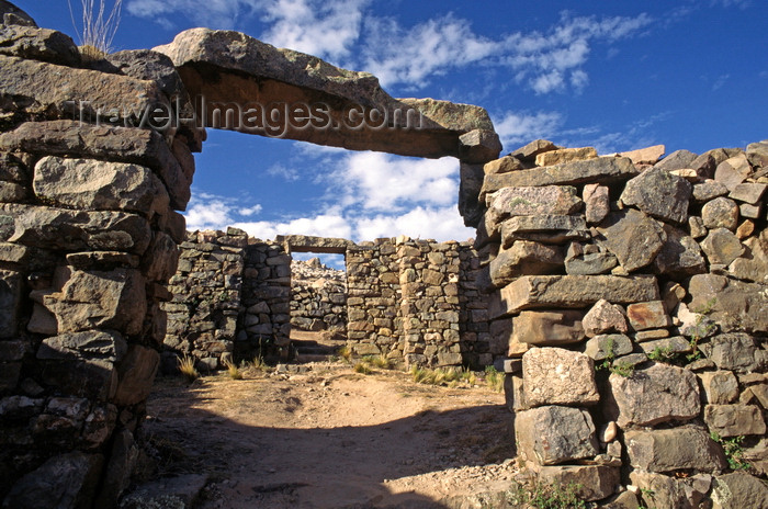 bolivia145: Isla del Sol, Lake Titicaca, Manco Kapac Province, La Paz Department, Bolivia: the ruins of La Chincana, built by the Inca in the 12th Century - photo by C.Lovell - (c) Travel-Images.com - Stock Photography agency - Image Bank