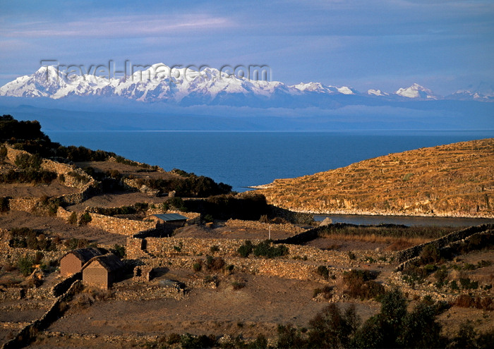 bolivia149: Isla del Sol, Lake Titicaca, Manco Kapac Province, La Paz Department, Bolivia: Nevado illampu (7010 m) is visible behind the village of Challapampa - photo by C.Lovell - (c) Travel-Images.com - Stock Photography agency - Image Bank