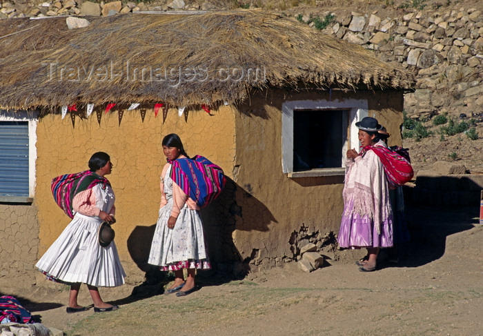bolivia156: Isla del Sol, Lake Titicaca, Manco Kapac Province, La Paz Department, Bolivia: the local Aymara in their village of Yumani - mud house and women with their 'backpacks' - photo by C.Lovell - (c) Travel-Images.com - Stock Photography agency - Image Bank