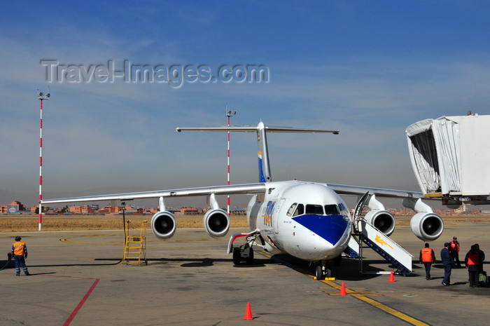 bolivia21: El Alto, La Paz department, Bolivia: La Paz El Alto International Airport - LPB - BAE 146-200A and air bridge - TAM - Transporte Aéreo Militar, the Bolivian Military Airline - FAB-103 - photo by M.Torres - (c) Travel-Images.com - Stock Photography agency - Image Bank