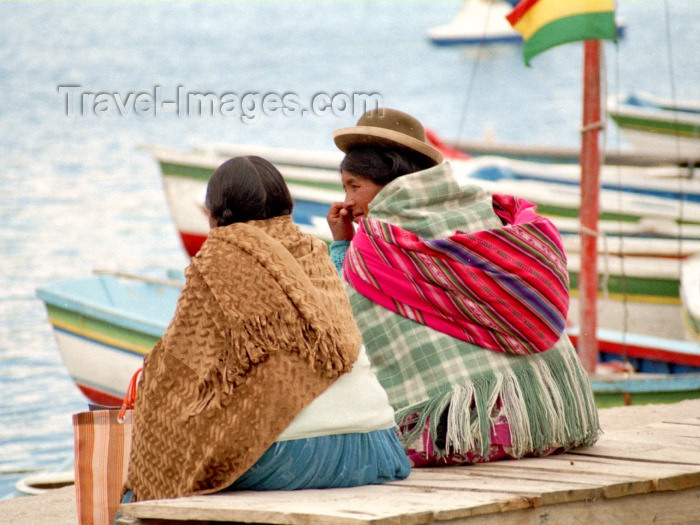 bolivia42: Copacabana, Manco Kapac Province, La Paz Department, Bolivia: Aymara women on the lakeside - Lake Titicaca - photo by M.Bergsma - (c) Travel-Images.com - Stock Photography agency - Image Bank