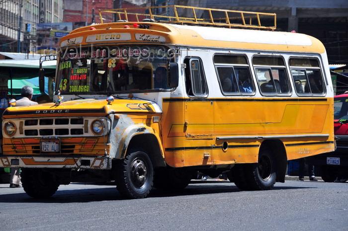 bolivia50: La Paz, Bolivia: the Dodge micro-bus of 'John the fearless' - 'Juan sin miedo' - Av. Mariscal Santa Cruz - El Prado - photo by M.Torres - (c) Travel-Images.com - Stock Photography agency - Image Bank