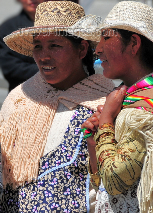 bolivia53: La Paz, Bolivia: indigenous women chatting - Paceñas - photo by M.Torres - (c) Travel-Images.com - Stock Photography agency - Image Bank