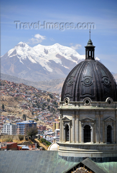 bolivia64: La Paz, Bolivia: dome and drum lantern of the Metropolitan Cathedral against the Illimani mountain, the highest peak in the Cordillera Real, Andes - photo by M.Torres - (c) Travel-Images.com - Stock Photography agency - Image Bank