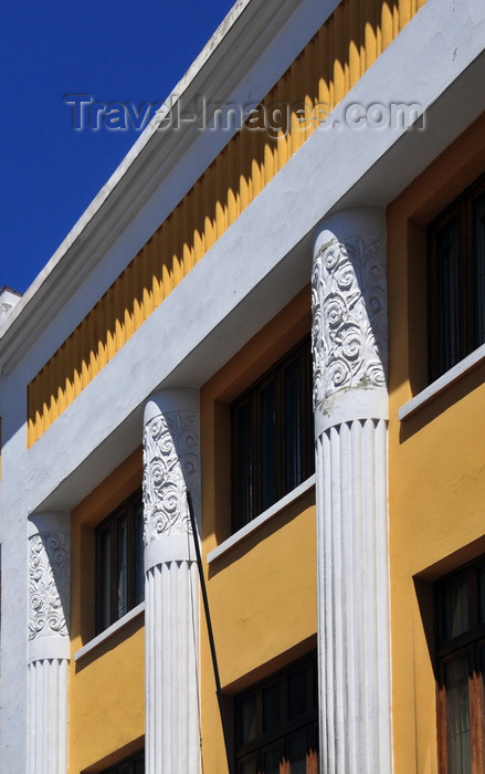 bolivia72: La Paz, Bolivia: façade with art deco columns on Calle Ingavi - photo by M.Torres - (c) Travel-Images.com - Stock Photography agency - Image Bank