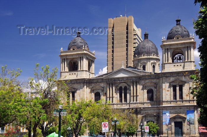 bolivia73: La Paz, Bolivia: Metropolitan Cathedral and Plaza Murillo, corner with calle Socabaya - Banco Central de Bolivia tower in the background - Catedral Metropolitana Nuestra Señora de La Paz - photo by M.Torres - (c) Travel-Images.com - Stock Photography agency - Image Bank