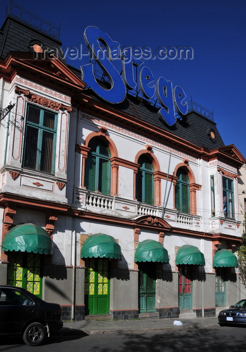 bolivia8: La Paz, Bolivia: 'Stege' club - plaza San Pedro / Sucre, Calle Cañada Strongest - photo by M.Torres - (c) Travel-Images.com - Stock Photography agency - Image Bank