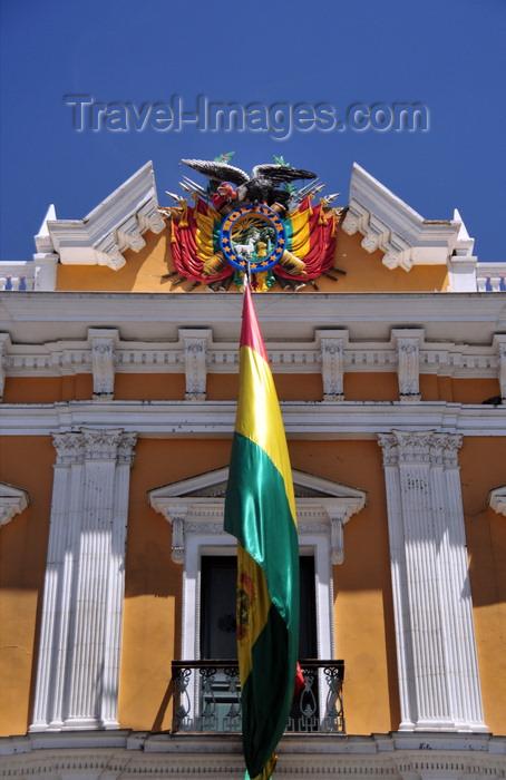 bolivia80: La Paz, Bolivia: central balcony of the Government palace - Bolivian flag and coat of arms - Palacio Quemado - Palacio de Gobierno - Plaza Murillo - photo by M.Torres - (c) Travel-Images.com - Stock Photography agency - Image Bank