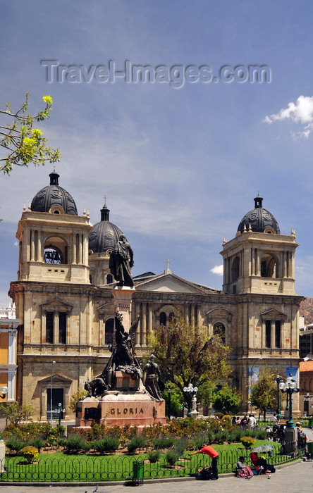 bolivia85: La Paz, Bolivia: Metropolitan Cathedral, started in 1835 and the Pedro Murillo monument - hosts the remains of Mariscal Andrés de Santa Cruz y Calahumana - Plaza Murillo, former Plaza de los Españoles - photo by M.Torres - (c) Travel-Images.com - Stock Photography agency - Image Bank