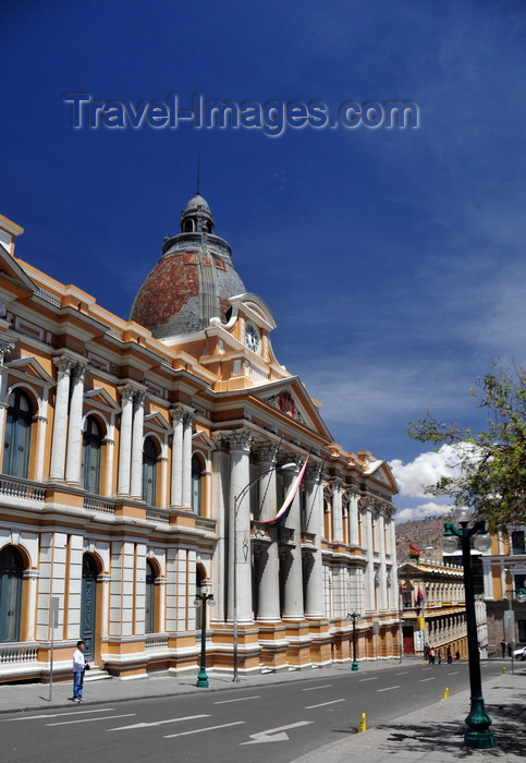 bolivia88: La Paz, Bolivia: Palacio Legislativo - view down Calle Ayacucho - Plaza Murillo - the city is the administrative capital, while Sucre is the constitutional capital of Bolivia - photo by M.Torres - (c) Travel-Images.com - Stock Photography agency - Image Bank