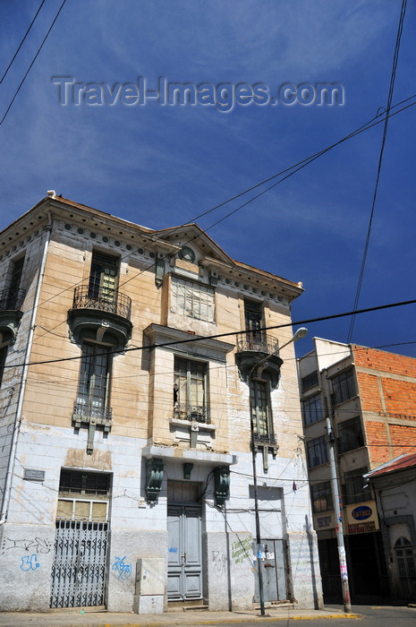 bolivia94: La Paz, Bolivia: building needing renovation - Plaza Tomás Frias, Av. Illimani, Calle Castro - photo by M.Torres - (c) Travel-Images.com - Stock Photography agency - Image Bank