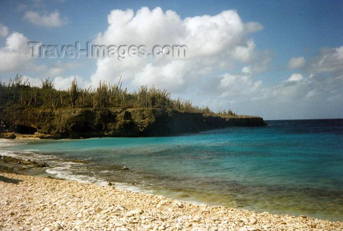 bonaire4: Bonaire/ BON: northern coast - empty beach - Caribbean Sea - photo by G.Frysinger - (c) Travel-Images.com - Stock Photography agency - Image Bank