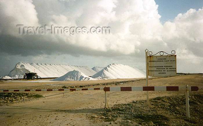 bonaire5: Bonaire/ BON: salt hilts - commercial salt harvesting - obtained by the evaporation of sea water - photo by G.Frysinger - (c) Travel-Images.com - Stock Photography agency - Image Bank