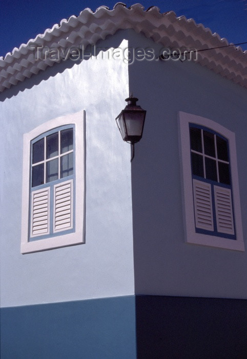 brazil117: Brazil / Brasil - Penedo (Alagoas): corner with lamp / esquina com candeeiro - photo by F.Rigaud - (c) Travel-Images.com - Stock Photography agency - Image Bank