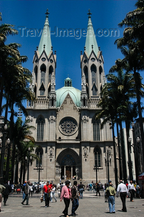 brazil12: Brazil / Brasil - São Paulo: the cathedral - Praça da Sé - Neo-Gothic style - German architect Maximilian Emil Hehl / a catedral - revivalismo gótico - photo by M.Alves - (c) Travel-Images.com - Stock Photography agency - Image Bank